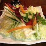 串屋 - 付け出しの野菜 キャベツだけではないのが新鮮