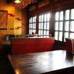 餃子市 - 60名収容可能!朝11時〜朝4時半まで営業しています。ご家族づれにも人気のお店です