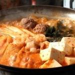 ホルモンやまと -  唐辛鍋。播州地方で定番のお鍋。旨味と辛さの極味をお楽しみください!
