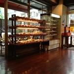ベーカーズノンノン - 入口だけ見ると、パン屋さん♪