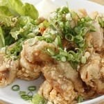 アジト - オリジナルのタレが決め手『若鶏の唐揚げ油淋鶏』