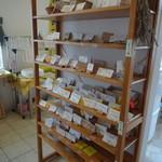 ブーランジェ メーテール - 商品プレート置場!!毎日80種類並ぶなら納得ですね。