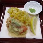 20371822 - 宴会料理、トマトとトウモロコシの天ぷら。