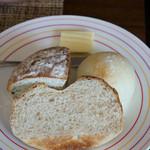 40種類のワインとオーガニックフレンチ Sou-Sou - 2)ワンプレートランチのパン
