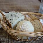 40種類のワインとオーガニックフレンチ Sou-Sou - 6)ビストロランチのパン