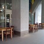 Capo PELLICANO - 外にもテーブルがたくさん