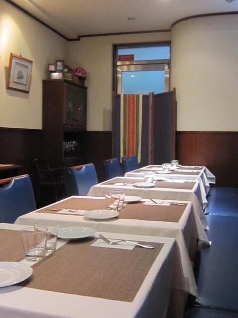 ヴィンチェロ - テーブル間は狭いです