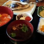 鱒の家 - ミックス定食(全体写真)