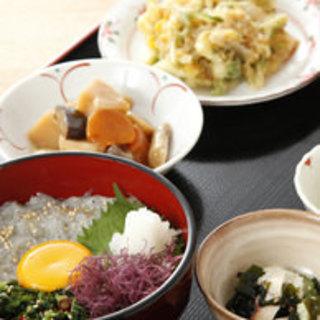 渋谷に居ながら、博多の風、波、魚、酒・・・たっぷりお楽しみいただけます。お気軽にお立ち寄りください。
