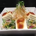 めっせ熊 - 水菜と大根のパリパリサラダ/680円