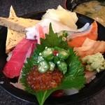 Sushizammai - 上ちらし丼1480円(味噌汁つき)