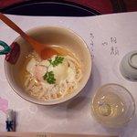 204917 - 食前酒の桃わいんと先付の鱧(はも)素麺