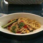 自然派イタリアン E's Cafe Mira-clue - 新鮮な野菜入りのスパゲッティ