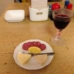わんしょっと - オードブルセットはワンドリンクにチーズとサラミがついて500円