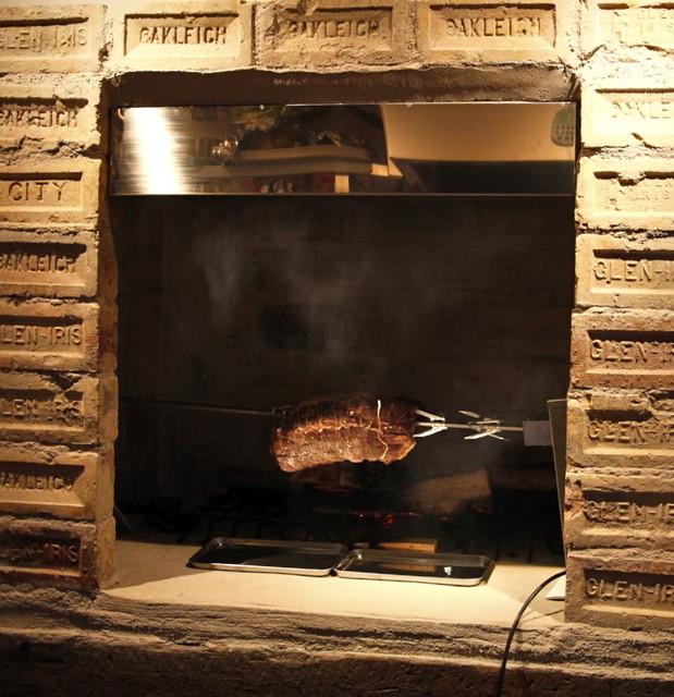 イル ガシーヨ - 暖炉の薪焼き料理