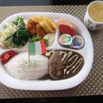 キッチン ドンナ・アール - お子様よくばりプレート(ドリンクバー付き)750円
