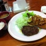 20407322 - ハンバーグ&唐揚げ定食 850円
