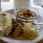 2041496 - ケーキとキャラメルポップコーン。