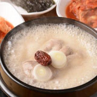 当店でしか味わえないこだわりの高麗漢方参鶏湯を是非ご賞味ください。
