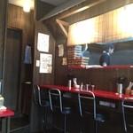 20419705 - カウンターとテーブル席2席の小さな店内