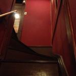 とりこう - 急な階段の先にお座敷が。