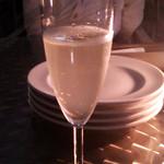 20422338 - まずはシャンパンで乾杯!