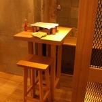 ワインの酒場。ディプント - 古材を多用したデザインにすることによりナチュラルな空間に仕上げました♪