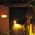 由布院別邸 樹 - 離れ個室の門