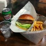 20425421 - ハンバーガー・ポテト・ドリンクセット1350円