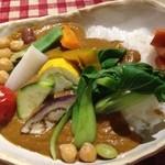20428029 - 野菜カレーの辛口。サラダバーとドリンク付きで1050円。