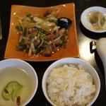 桃花 - 鶏肉、野菜炒め定食