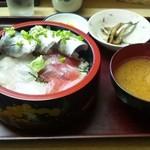 まぐろや - 三色丼(800円)