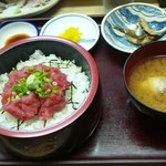 まぐろや - すき身丼(600円)