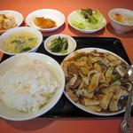 蘭苑飯店 - エリンギと牛肉の黒こしょう炒め 500円