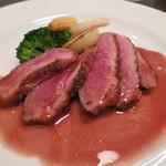 ル ピニョン - 肉料理 パルバリー鴨ロースのソテー、赤ワインソース