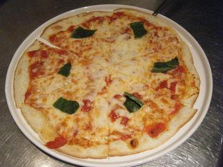 ガット ソリアーノ - ピッツァ始めました♪全4種類ピッツァマルゲリータ・フレッシュピッツァ生ハム添え・ミラノサラミピッツァ・NEWゴルゴゾーラとポロ葱のピッツァ☆