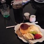 ミルクホール - プリン・ア・ラ・モードとアイスコーヒーのセット