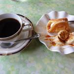 きまぐれ喫茶 - ケーキと湧水コーヒーセット