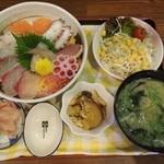 楽笑 - 料理写真:海鮮丼