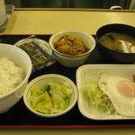 松屋 - 【朝限定】「ソーセージエッグ定食/豚皿」です。