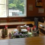 恋路茶屋 - テーブル席