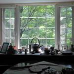 ハーブ&クラフト花木香 - 窓越しに見た景色