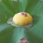 20447115 - コーンポタージュのふわふわ ハスの葉の露に見立てた鰹出汁ジュレで