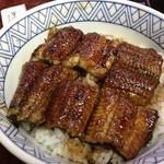 うな長 - うなぎ丼、上、2000円。