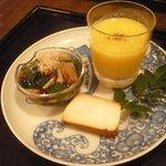 20451603 - 前菜;トウモロコシのすり流し、豆腐の燻製、モロヘイヤと山榎のおひたし