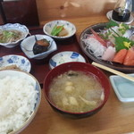 喰い処 弐七 - 刺身盛り定食一式