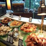 20455411 - 朝食時のブッフェ店内♪