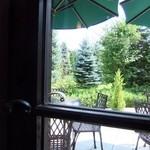 白馬亭 - 店内から素敵な庭園が・・・