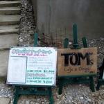 トムズ - 法華経寺参道にある入口