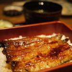 稲毛屋 - 鰻重の「梅」、関東風(1800円)